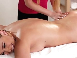 Chesty Customer Pussylicking With Horny Masseuse